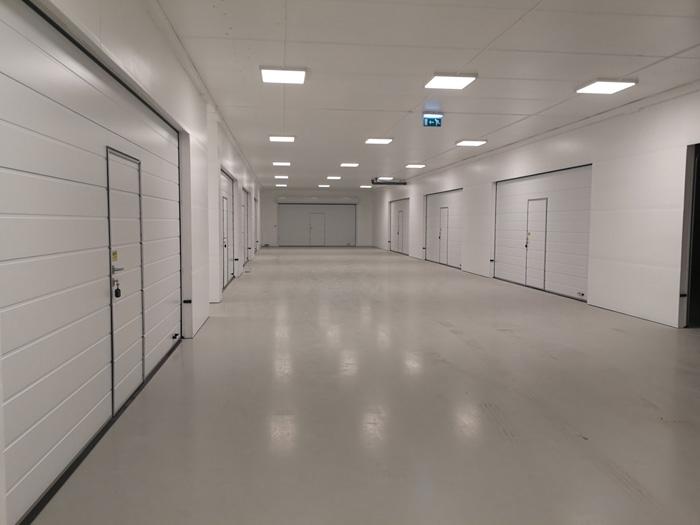 Przemysłowe bramy garażowe montowane w Szwecji